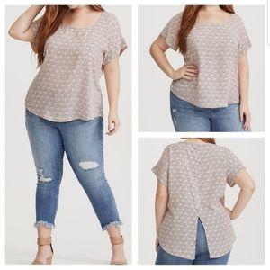 EUC Torrid open back geo print georgette blouse